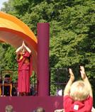 Der Dalai Lama im Wiesbadener Kurpark. Foto: Sabine Eyert-Kobler